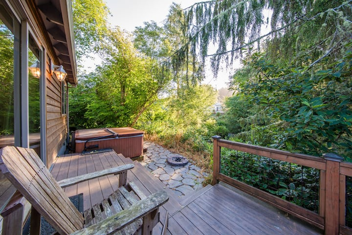 The Cottage on the Pond- hot tub + dog friendly