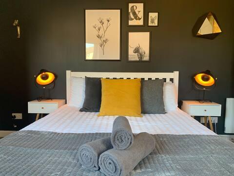 Spacious apartment near the beach and Holyrood
