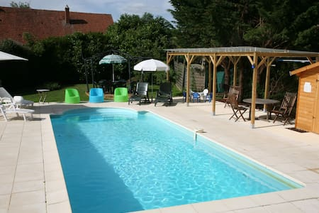 RURAL BURGUNDY FAMILY FUN SLEEPS 12