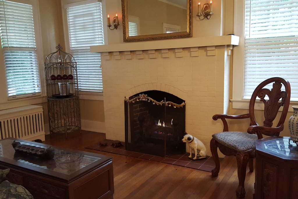 Living Room with hardwood floors and gas log fireplace.