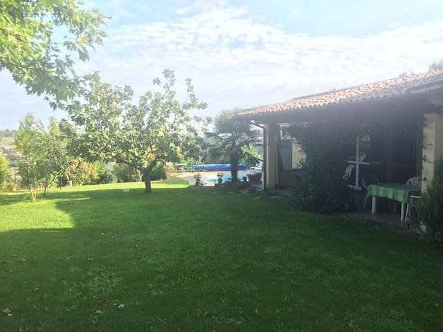 Casa in collina con piscina - Castana - House