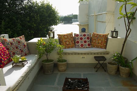 Rosie's Retreat Homestay (Lakeside) - Udaipur - Apartmen