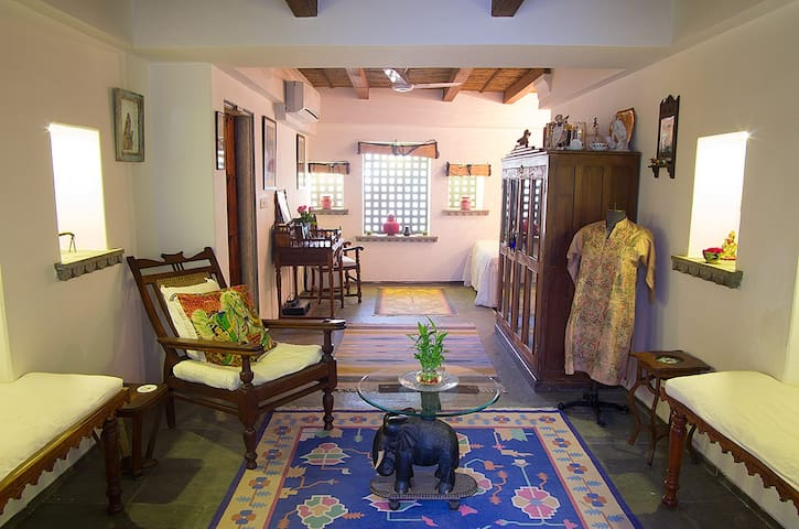Rosie's Retreat Homestay (Studio) - Udaipur