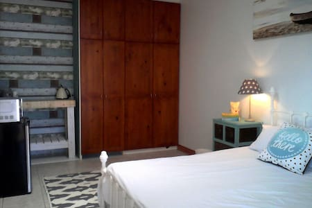 Spacious room, perfect location - Cape Town