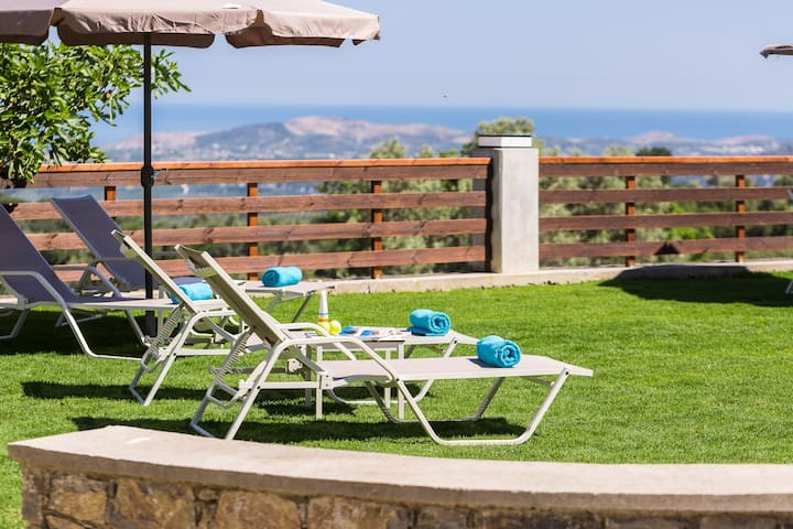 Sun beds and umbrellas are available outdoors!