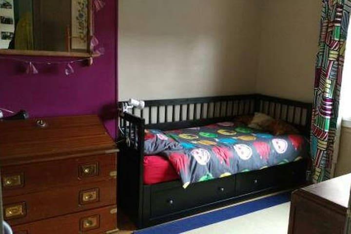 1 chambre avec lit simple - Beauvais - Huis