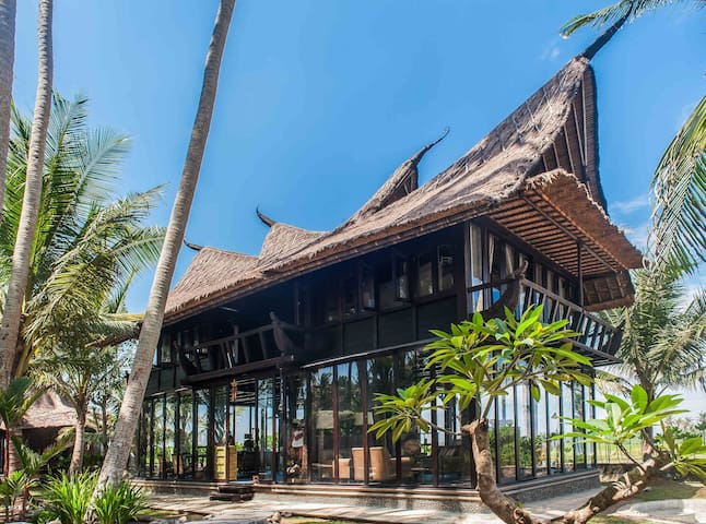 Most Exotic Beach-Front Villa Keong - Kerambitan