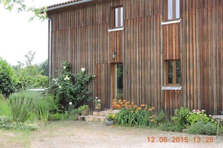 Bright, large garden, sunny Dordogn - Calès