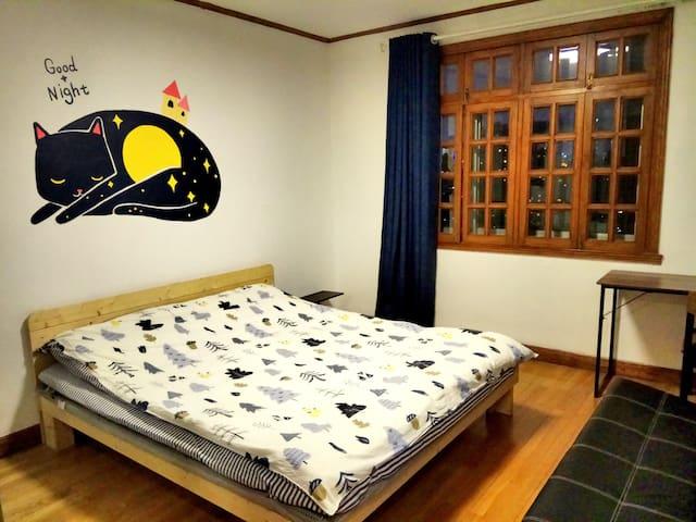 Beautiful big bedroom in center of Shanghai
