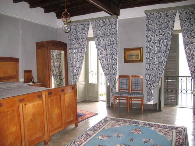 Camera azzurra fronte lago letto matrimoniale , bagno privato