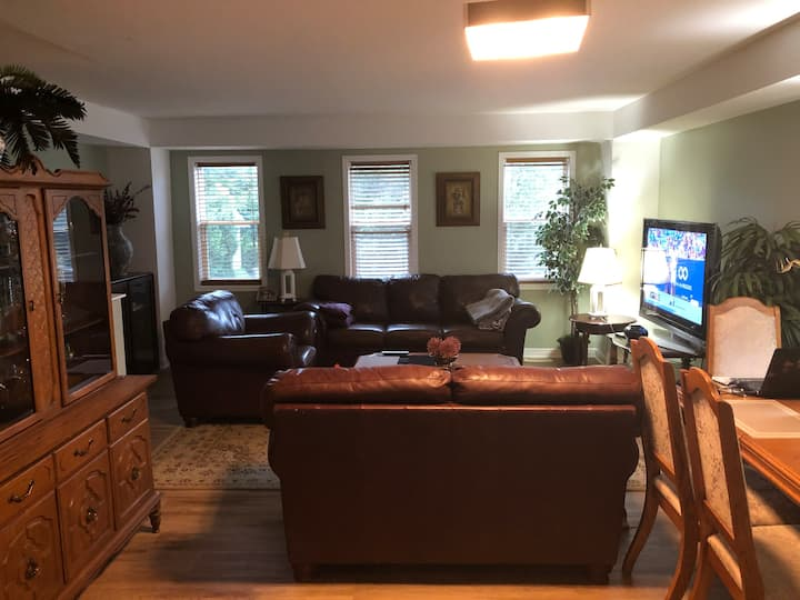 Executive 4-Bdrm Home - Great location & amenities