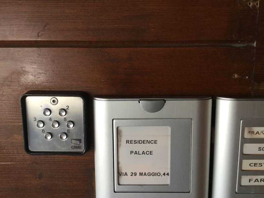 Ingresso Residence con codice per accesso sky room