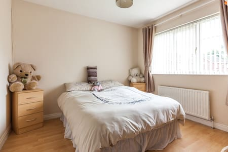 Large double with private bathroom - Banbridge - Huis