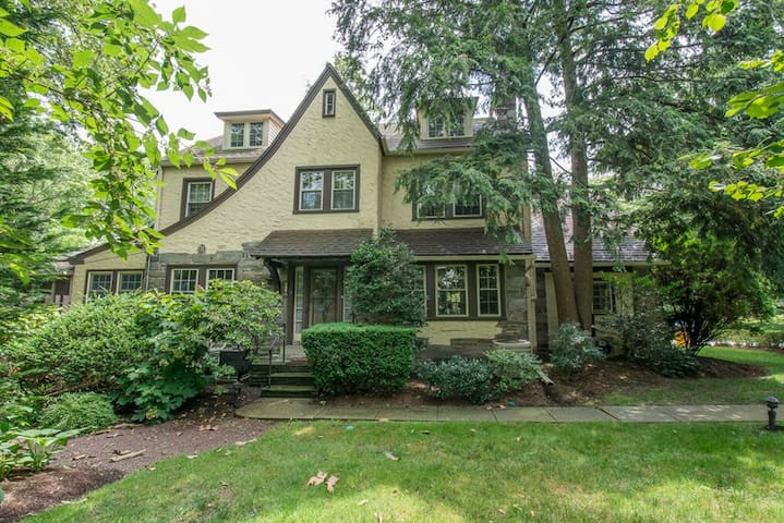 Fabulous House 10 min walk to Pope - Merion Station - Casa