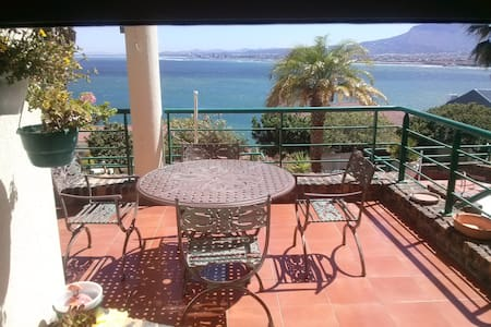 GB101  Bed and breakfast - Gordons Bay