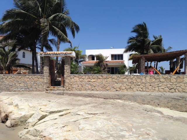 Beachfront villa in Punta Blanca - Punta Blanca - Villa