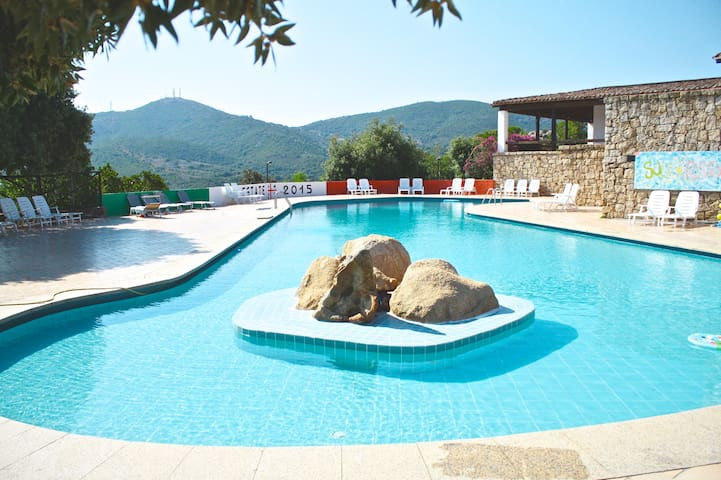 SEA VIEW - FREE WIFI - SWIMMING POOL! - olbia - บ้าน