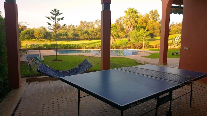 Belle villa avec piscine sur Golf