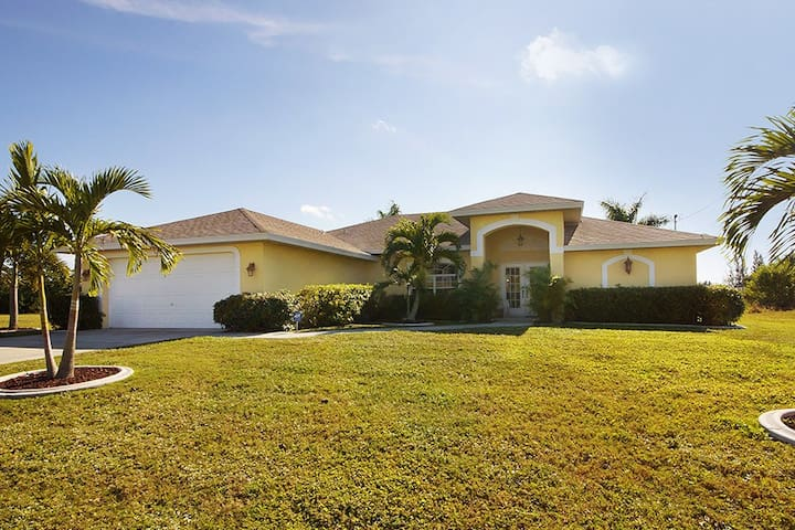Villa Lukas – Canal Front Home - Cape Coral - Huis