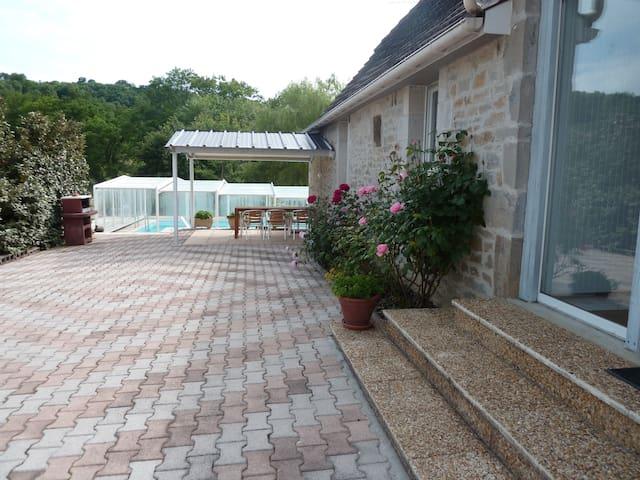 GITE proche ROCAMADOUR avec piscine - Mayrinhac-Lentour - Casa de férias