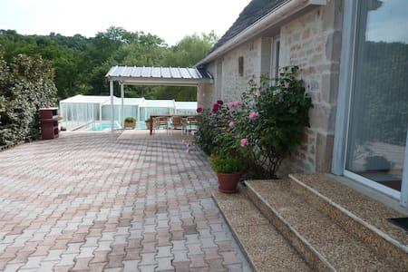 GITE proche ROCAMADOUR avec piscine - Mayrinhac-Lentour
