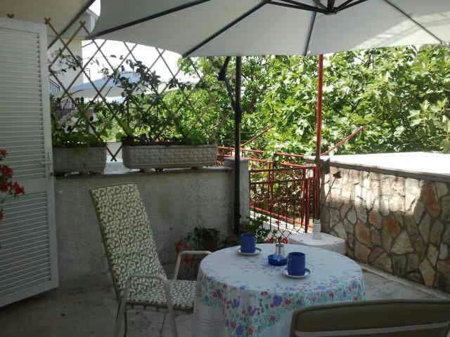 Room for two with big terrace - Malinska - House