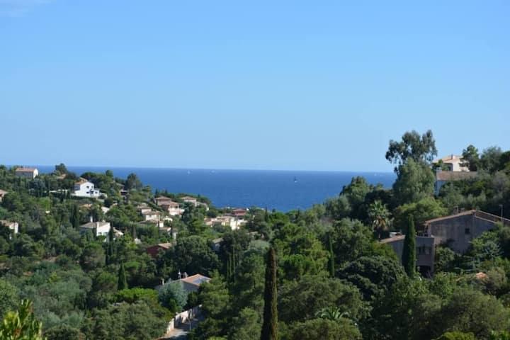 Villa (Les Issambres), vue mer, proximité plages