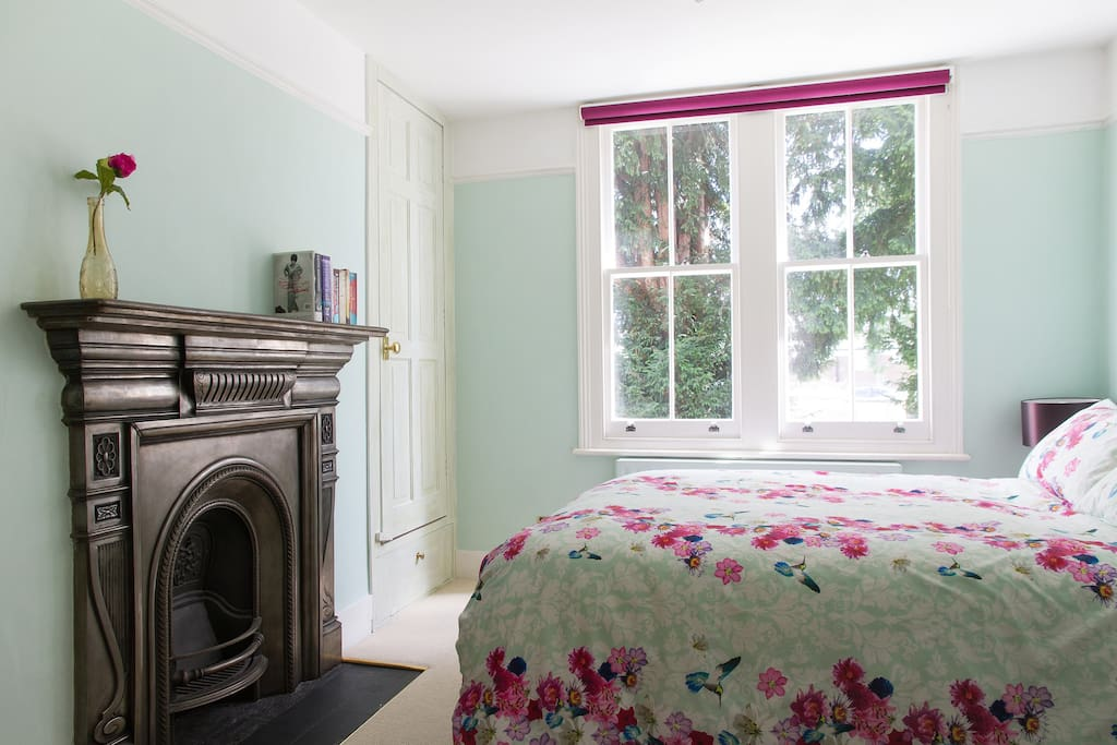 Wonderful fireplace & view over the garden. Built in wardrobe allows you to hang clothes.