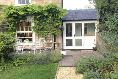 Bright Airy Country Cottage - Oldford Frome - House