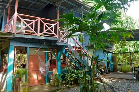 Fall into the arms of Mother Nature! Hidden Jungle Beach House is truly the place to refresh the mind, nurture the soul and release the stress of everyday living. 1 minute walk to the beach... 5 minute walk to town... Clean, Comfortable, Economical..