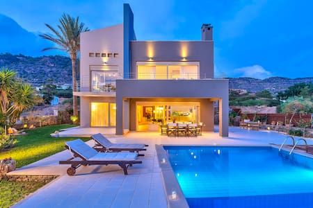 Luxury Villa with beautiful cave - Makry Gialos