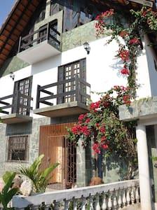 Chalet Guesthouse/ hostel Vilas do Atlântico Bahia