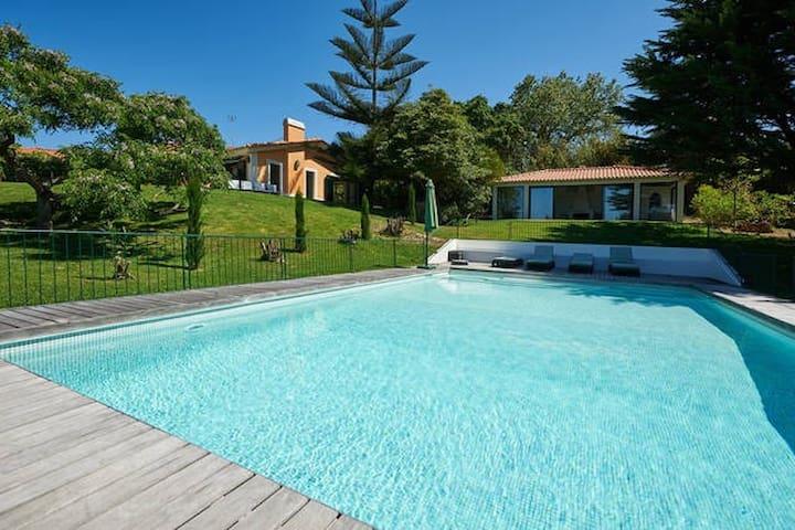 Villa with ocean view - Colares - Hus