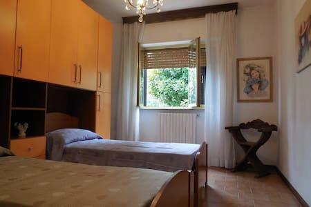 Camera con bagno privato a Lucca - Huoneisto