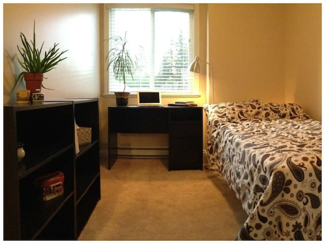 Clean, comfy and close to skytrain!