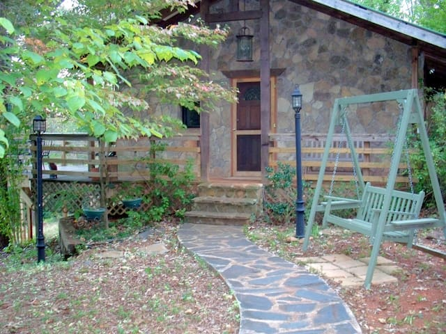The Rockhouse Cottage w/Hot Tub - Dahlonega - Hus