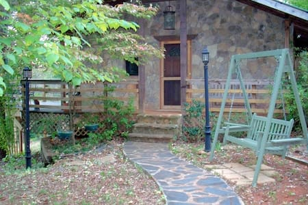The Rockhouse Cottage w/Hot Tub - Dahlonega - Rumah