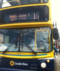 Ensuite on direct public bus from airport - Dublin - Penzion (B&B)