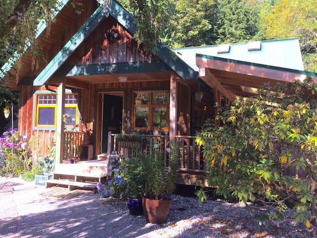 Beautiful Roberts Creek Retreat - Roberts Creek - 獨棟