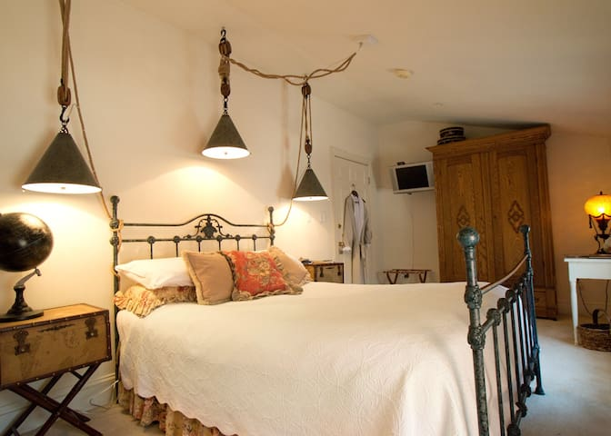 Scarborough Fair B&B: Franklin Rm - Baltimore - Bed & Breakfast