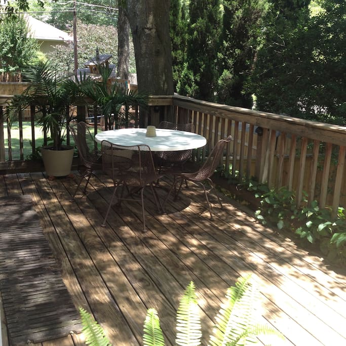 Intown cottage apartment with deck
