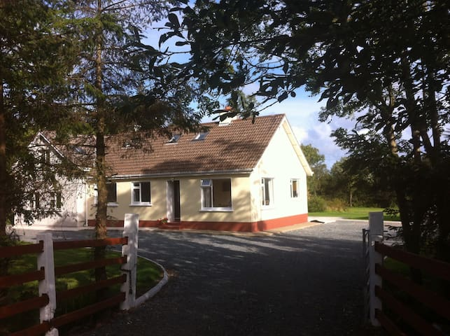 """Ashford"", family home near Seaside - Wexford - Dom"