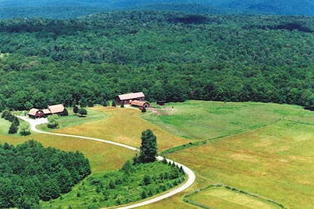 Secluded 160 Acre mountain top home - Susquehanna - บ้าน