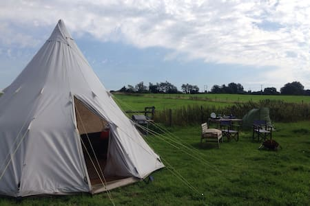 Private camping in 10 acres - Lacock
