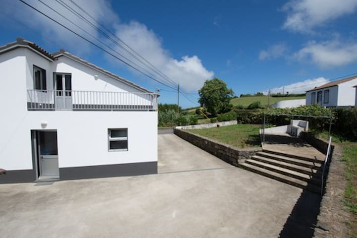Casa do Sr. Paulo - Ponta Delgada - House