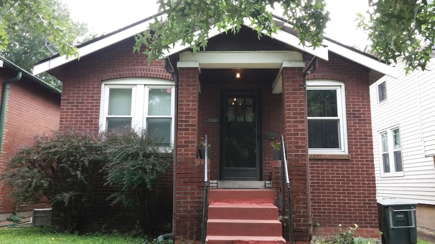 2BR St. Louis home near everything