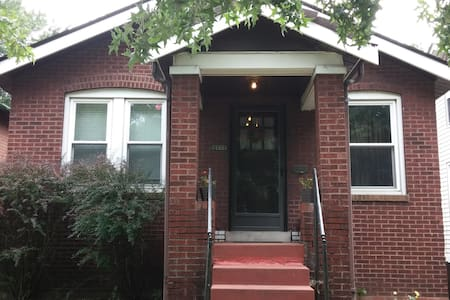 2BR St. Louis home near everything - Hus