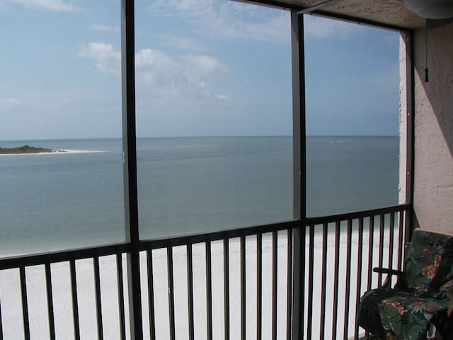 Tropical Beach Getaway - Fort Myers Beach - Apartment