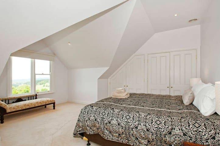 The master bedroom is situated on the top floor overlooking the back paddocks.  It offers an oversized king size bed that can be split into 2 twin beds.  2 sets of built-ins. All fresh linen supplied.