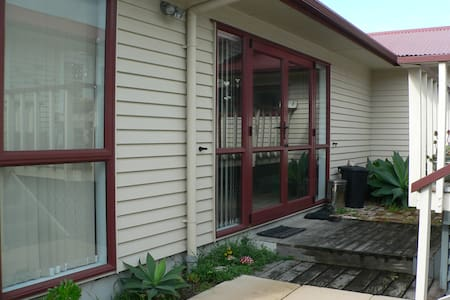 Self contained unit - Tauranga